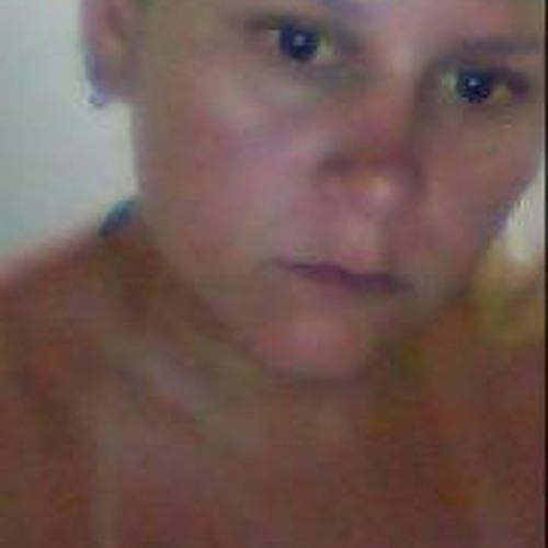 Helen Oliveira's avatar