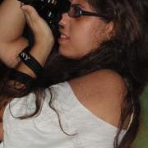 Flavia Oliveira's avatar