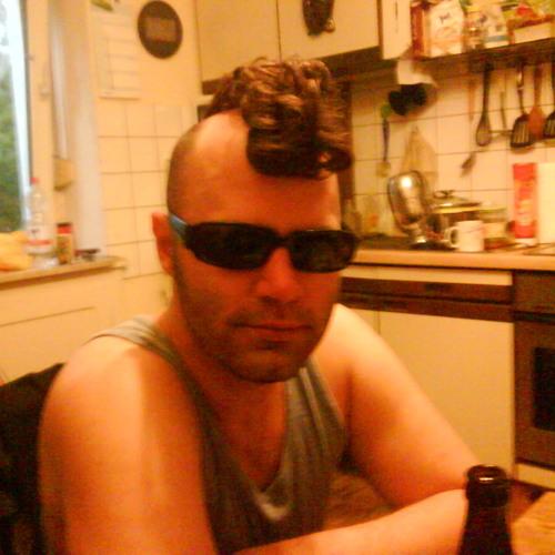 Rene Dombrowski's avatar
