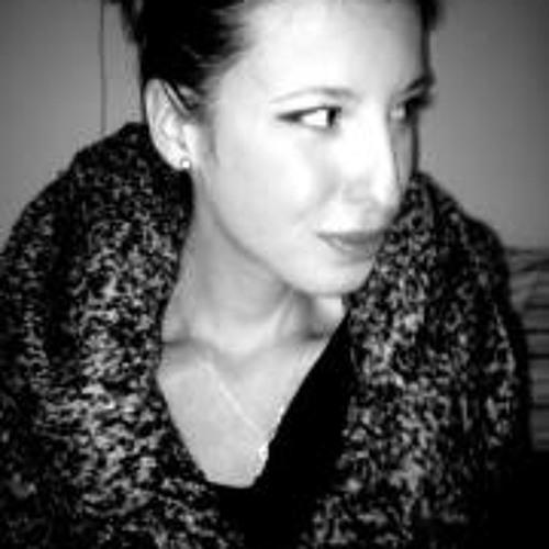 Julia Chelaru's avatar