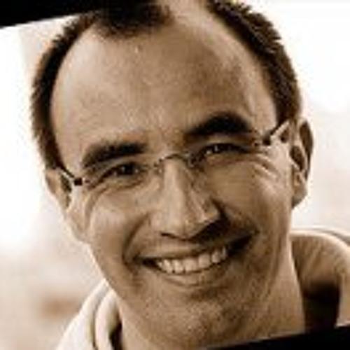 Luís Saraiva's avatar