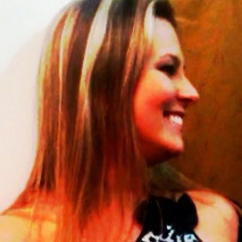 Letícia ***'s avatar