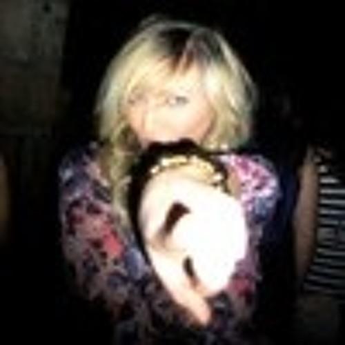 Yvette C's avatar