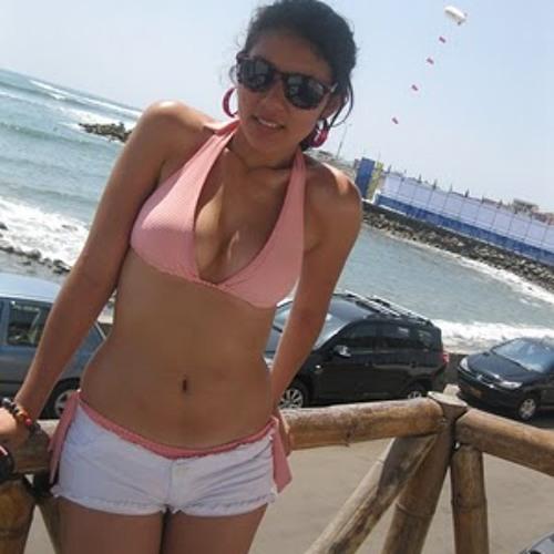 indira guzman's avatar