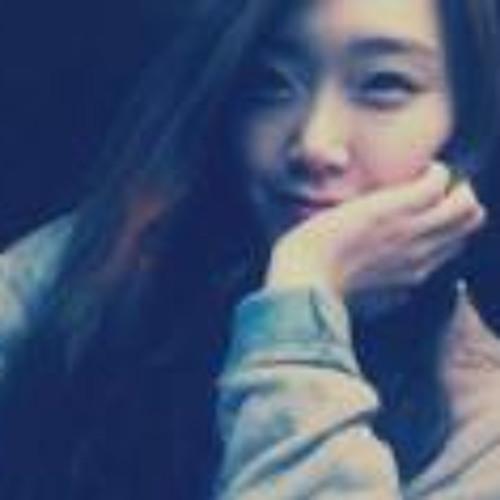 KoEun Clara Kim's avatar