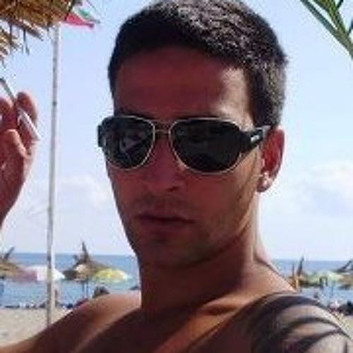 Nik Stoyanov's avatar