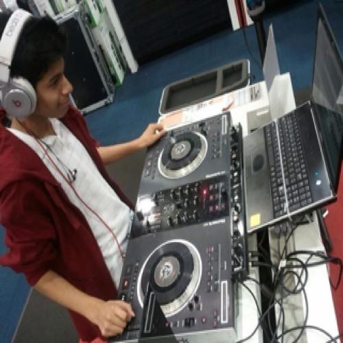 DJ SNOWWYY's avatar