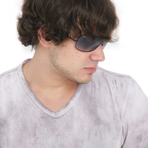 Ale Ribeiro's avatar