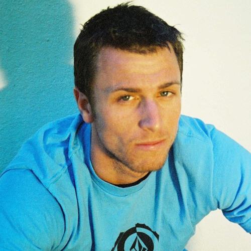 Garrett Tworedbelts's avatar