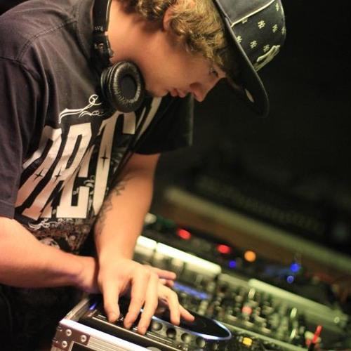 Cris Stovall(DJ B3AST)'s avatar