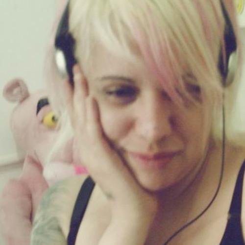 LiviaSouza's avatar