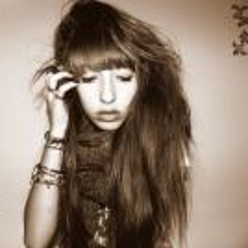 Lisa Ruiz 2's avatar