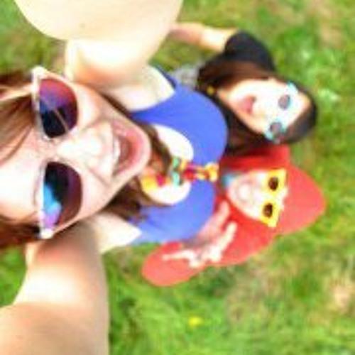 Nina Debail's avatar