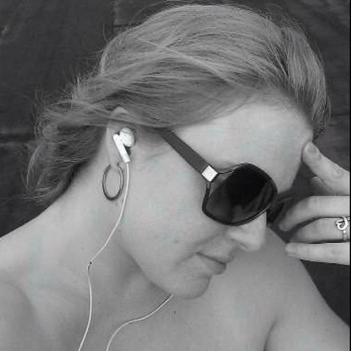 Charlsie Astrid's avatar