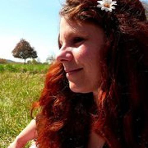 Hélène Julia's avatar