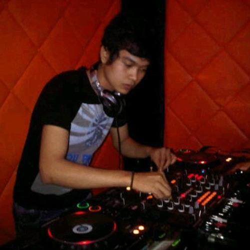 DJ Deny Amris's avatar