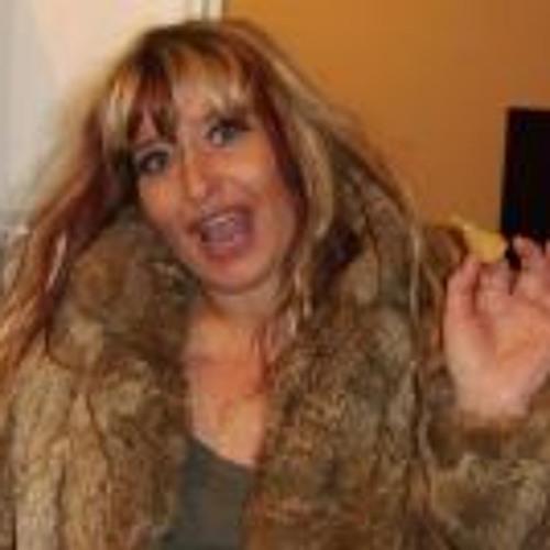 Zoe Charlton's avatar
