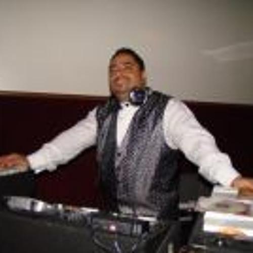 "Luis ""DJ Peluche"" Caamaño's avatar"