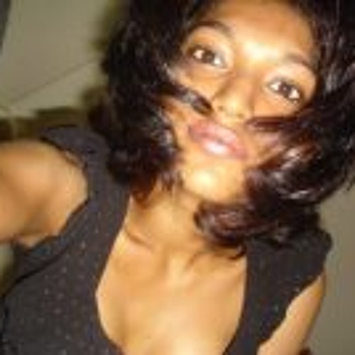 Yumna Hussain's avatar