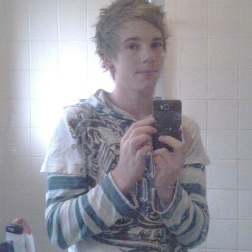 Roryyy :)'s avatar