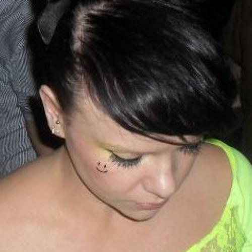 Chloe Louise Sanderson's avatar