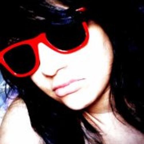 Larissa Carla's avatar
