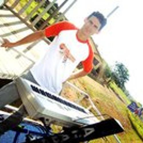 Renato Bernardo's avatar