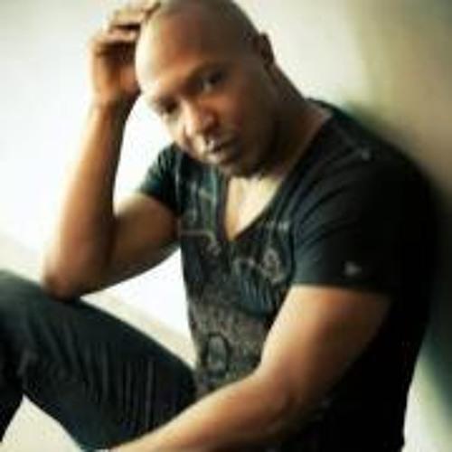 Almond Brown's avatar