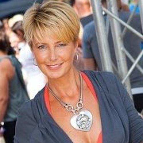 Eline van der Burg's avatar