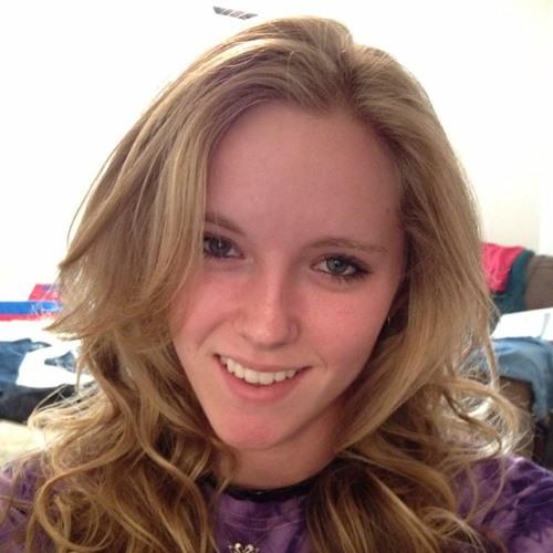 EllieClaire:)'s avatar