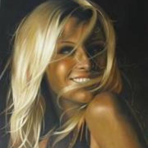 Angel Chloe's avatar