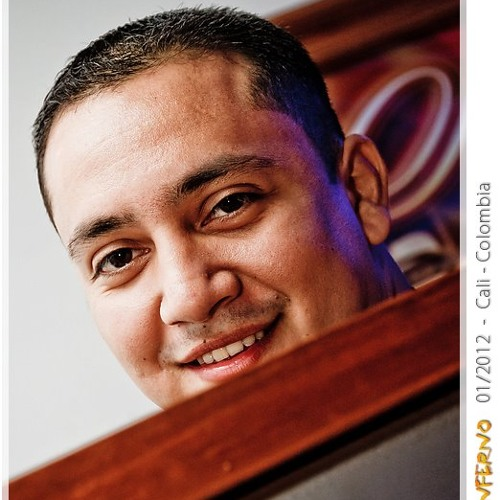 Julian Tabares's avatar