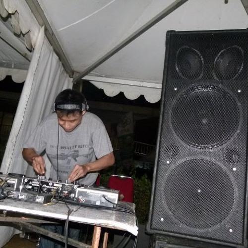 Putra DJ's avatar