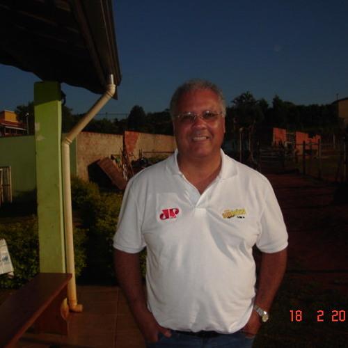 Luciano Barros's avatar
