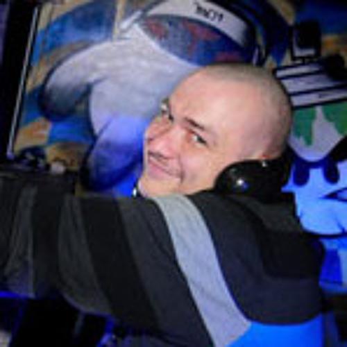 DJxDennis's avatar