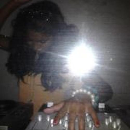 Shari Thanjan's avatar