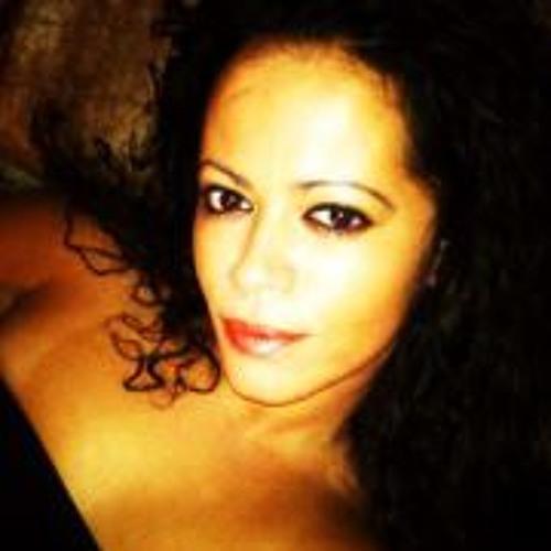 Flavia Mirelly P's avatar