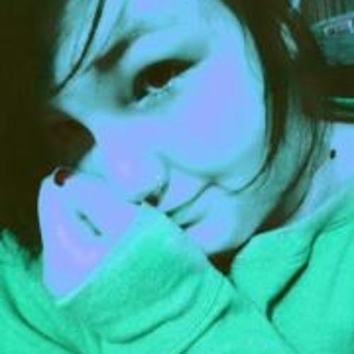 Rebecca Benson's avatar
