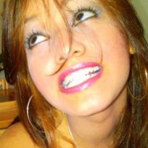 Isadora Martinez's avatar