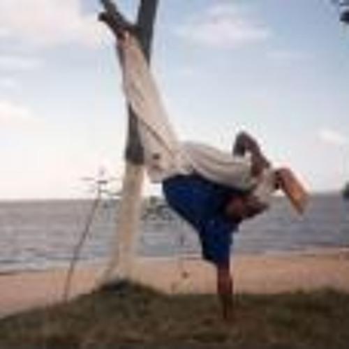 Charlie Costa Oliveira's avatar