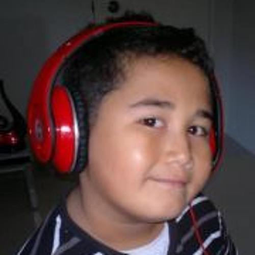 Sam Iuta's avatar