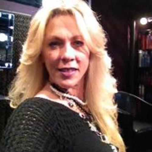 Lisa Dunajski-Komor's avatar