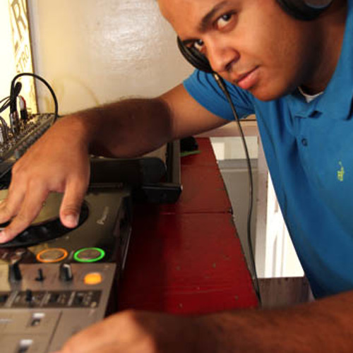 DJ QUAKEZ's avatar