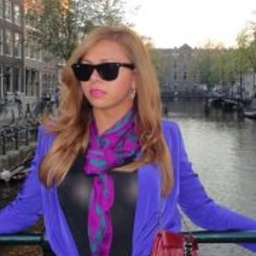 Bruna Canaan's avatar