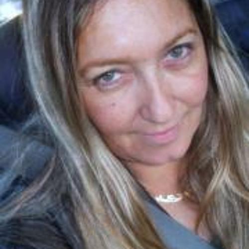 Ana Jala's avatar