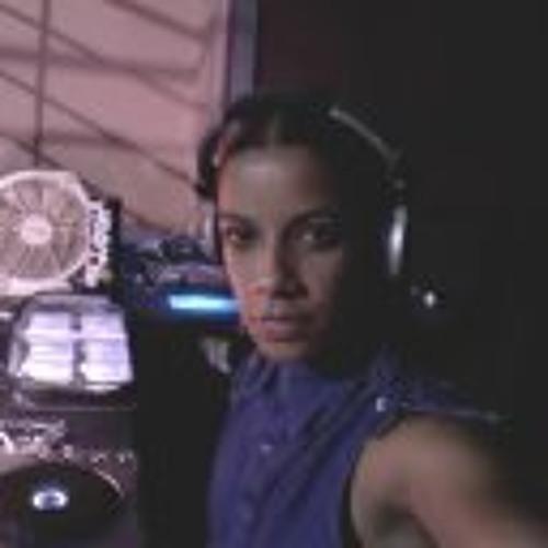 Priscila Flor's avatar