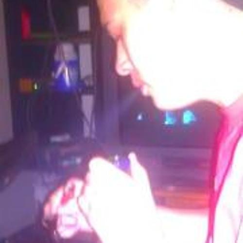 Nando Betancourt's avatar