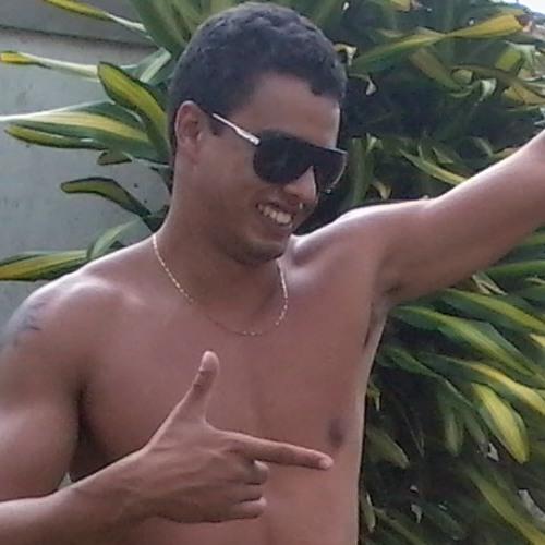 Caio Henriques's avatar