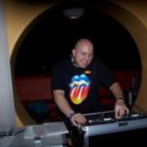 Frank DJ Champ Gismondi's avatar