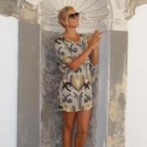 Gianna Gando's avatar